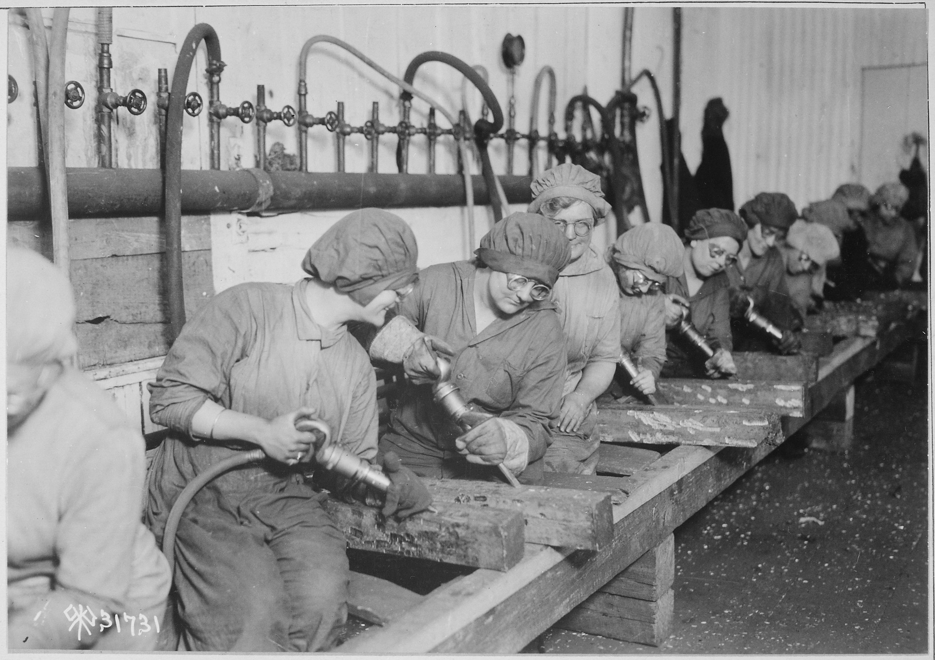 the employment of women in industry during the first world war essay The changing employment opportunities of women during the first world war in britain the first world war ended on the 11th of november 1918 four million british servicemen got ready to return to their homes and jobs.